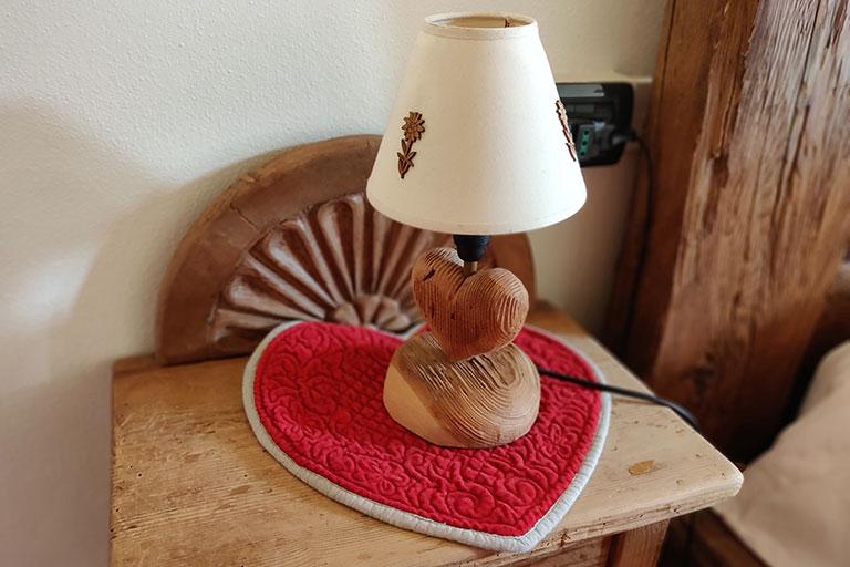 Dettaglio lampada nuova camera cerva